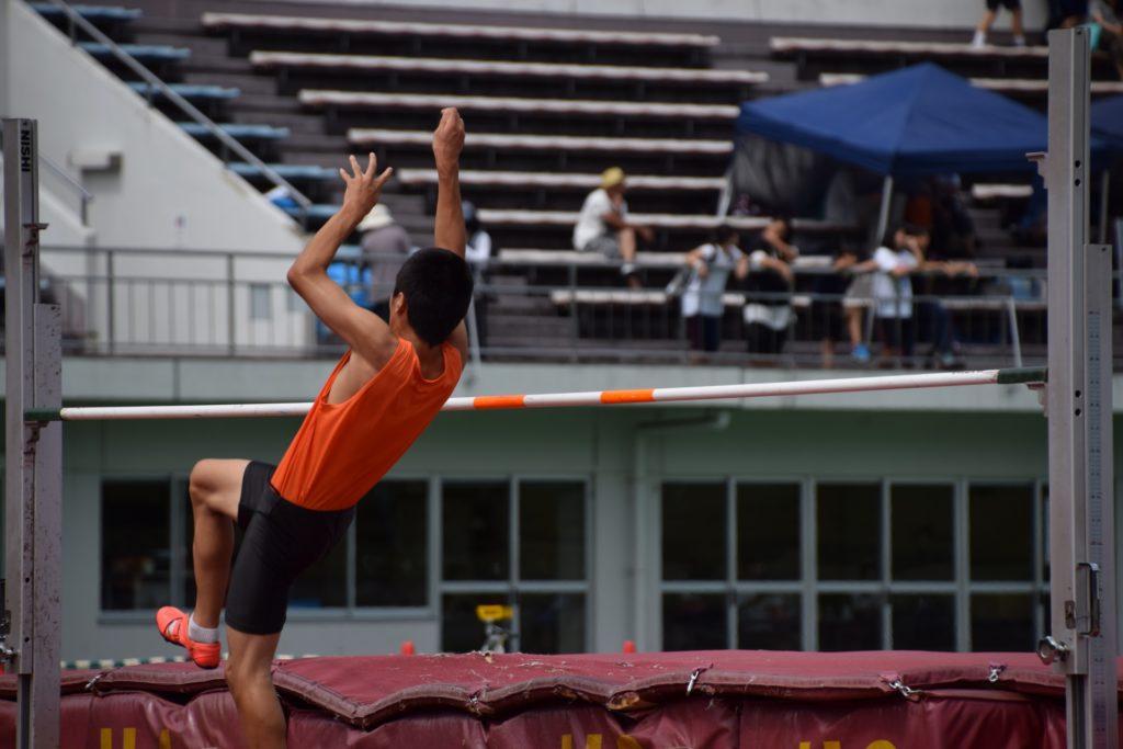 走り高跳びの世界記録を男子、女子ともに紹介