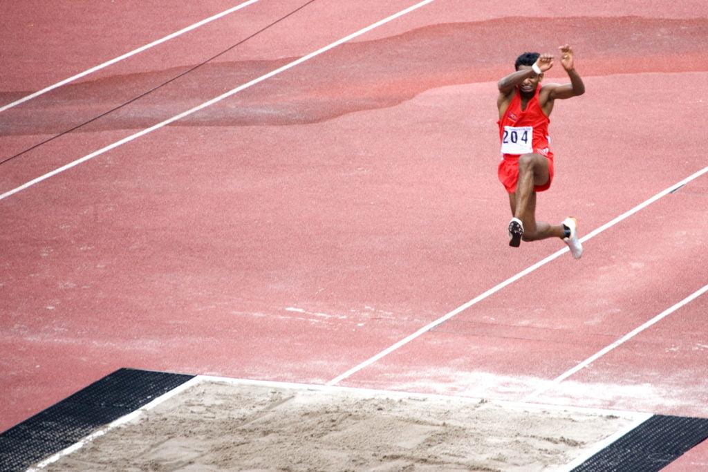 三段跳の世界記録を男子、女子ともに紹介
